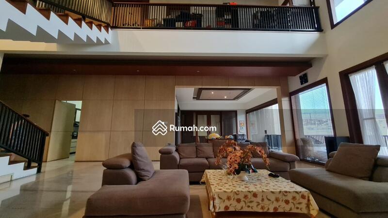 Dijual Rumah Eksklusif dengan Kolam Renang di Setraduta Bandung #108799771