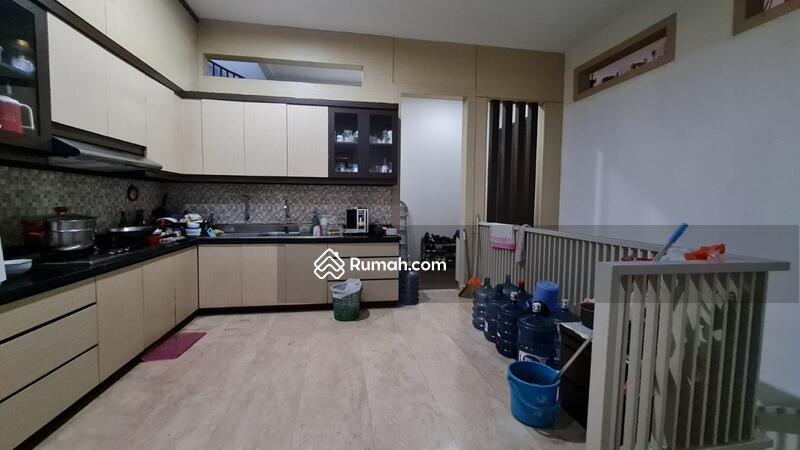Dijual Rumah Eksklusif dengan Kolam Renang di Setraduta Bandung #108799773