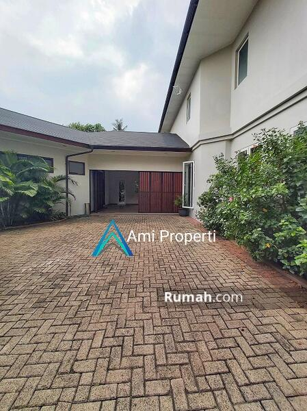 Kemang Luxury Tropical Modern House, S.Pool And Spacious Backyard #108818457