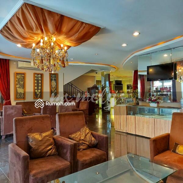 Commercial Building Kebayoran Baru 3 Lantai Strategis Jakarta Selatan #109075601