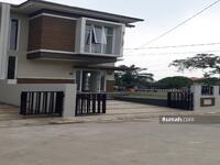 Dijual - Rumah mewah dua lantai harga murah hanya 800 jt an di Tangerang Selatan