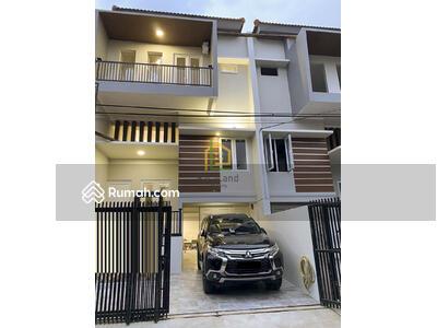 Dijual - Andre Tjhia Kedoya Rumah Baru Split Level Aman dr Banjir Unit Terbatas