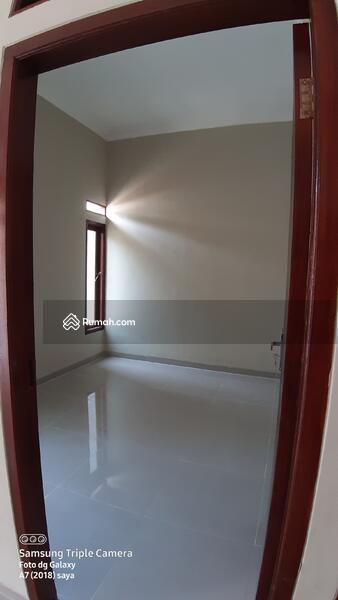Rumah mewah harga murah dekat toll desari sawangan depok #109142039