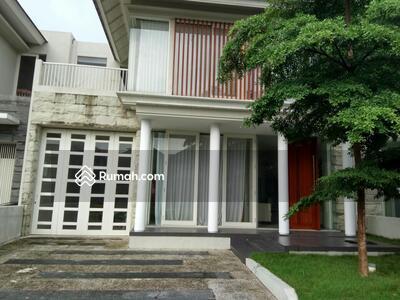 Dijual - 5 Bedrooms Rumah Lakarsantri, Surabaya, Jawa Timur