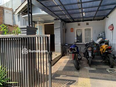 Disewa - Sewa Rumah Boulevar hijau nan luas (J1060)