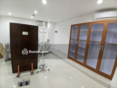 Dijual - Gedung Komersil lt 662 m2, Di  Yusuf Adiwinata Menteng Jakarta Pusat murah
