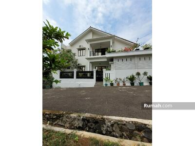 Dijual - Dijual Cepat Rumah Secondary Semi Furnished Lokasi Startegis di Ciracas Jakarta Timur