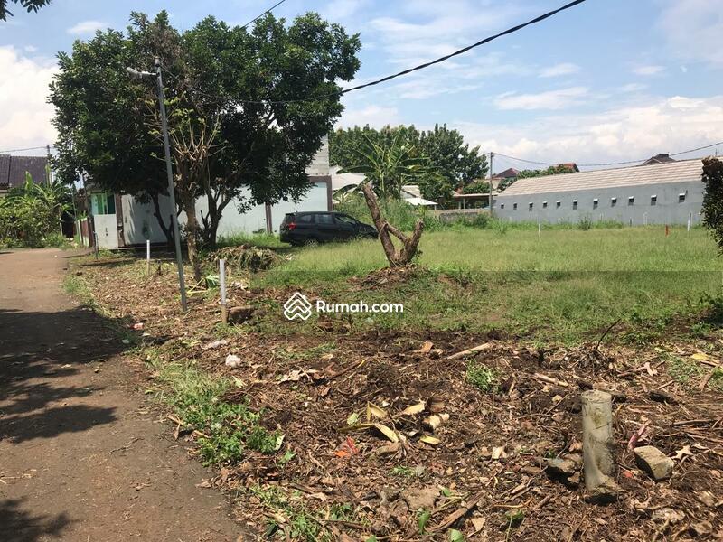 Nempel Mc Donalds Semplak Tanah Lingkungan Perumahan #109570269