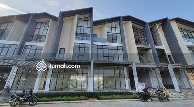Disewa - Ruko 3 lantai hadap boulevard utama the New East lebar 6x17 102m2 JGC Jakarta Garden City Cakung