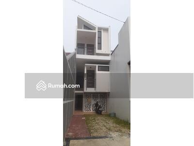 Dijual - Rumah minimalis 3 lantai bebas ba jir cikunir, strategis dkt tol & st. LRT jatibening