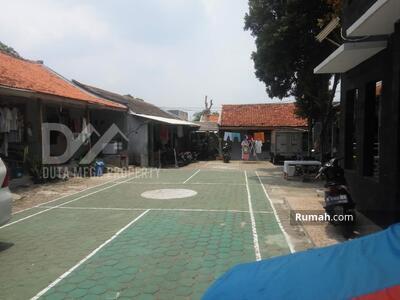 Dijual - Jual Tanah Komersial Luas 1610 M2 Srengseng Sawah Jagakarsa dekat jalan Raya Harga Rp 12 M (Nego)