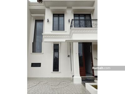 Dijual - Rumah baru 2, 5 lntai mewah dlm cluster strategis dkt Mall Pondok Gede Bekasi