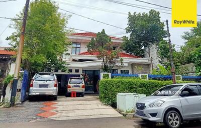 Dijual - Dijual Rumah 2 lantai Pusat Kota di Jl Ir Anwari, Surabaya