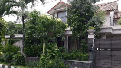 Dijual - Rumah dan kolam renang, kayu putih, Jakarta timur