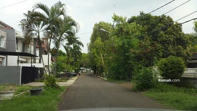 Dijual - Jual rumah tua di komplek Durentiga Jakarta selatan.
