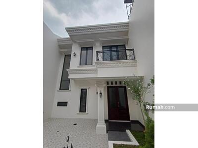 Dijual - Rumah Mewah 2, 5 Lantai Design klasik Dekat Mall Pondok Gede