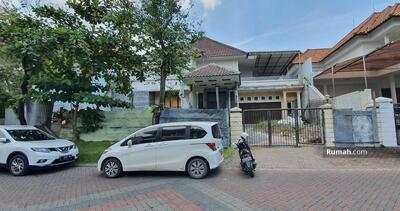 Dijual - Graha Famili blok E - Rumah Hitung Tanah, Row jalan lebar 4 mobil