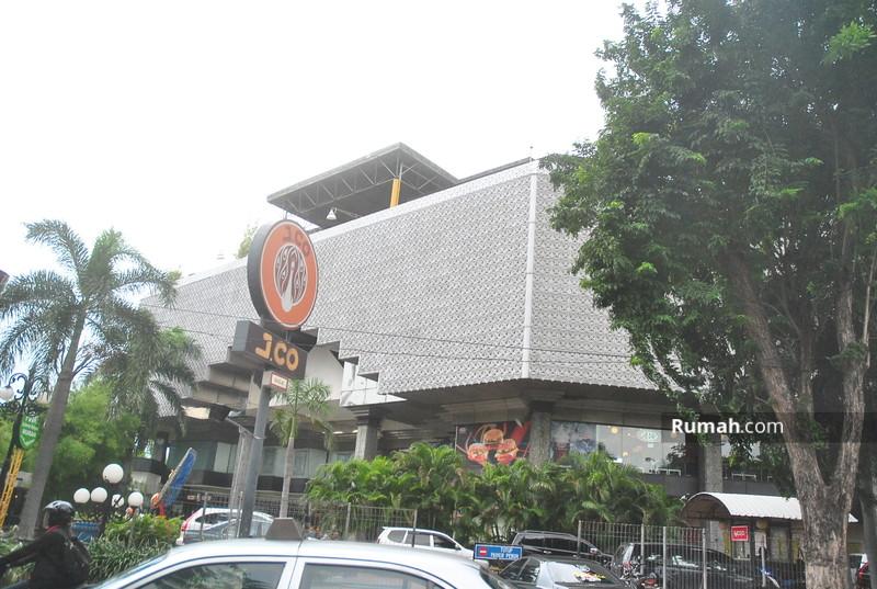 Plaza Surabaya #8886359